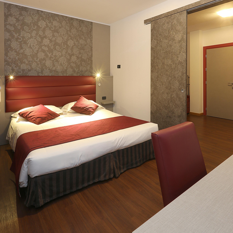 Hotel Parma Prenota Online: Fitness, Camere Spaziose Familiari Rinnovate, WiFi, Colazione Ottima e Abbondante con Campus